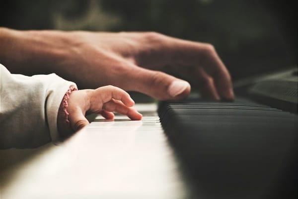 Tocar el piano optimizará tus habilidades con las matemáticas