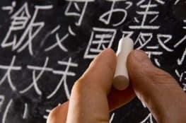 persona escribiendo japones
